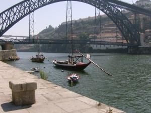 Bairro da Ribeira e detalhe da Ponte D. Lu�s I